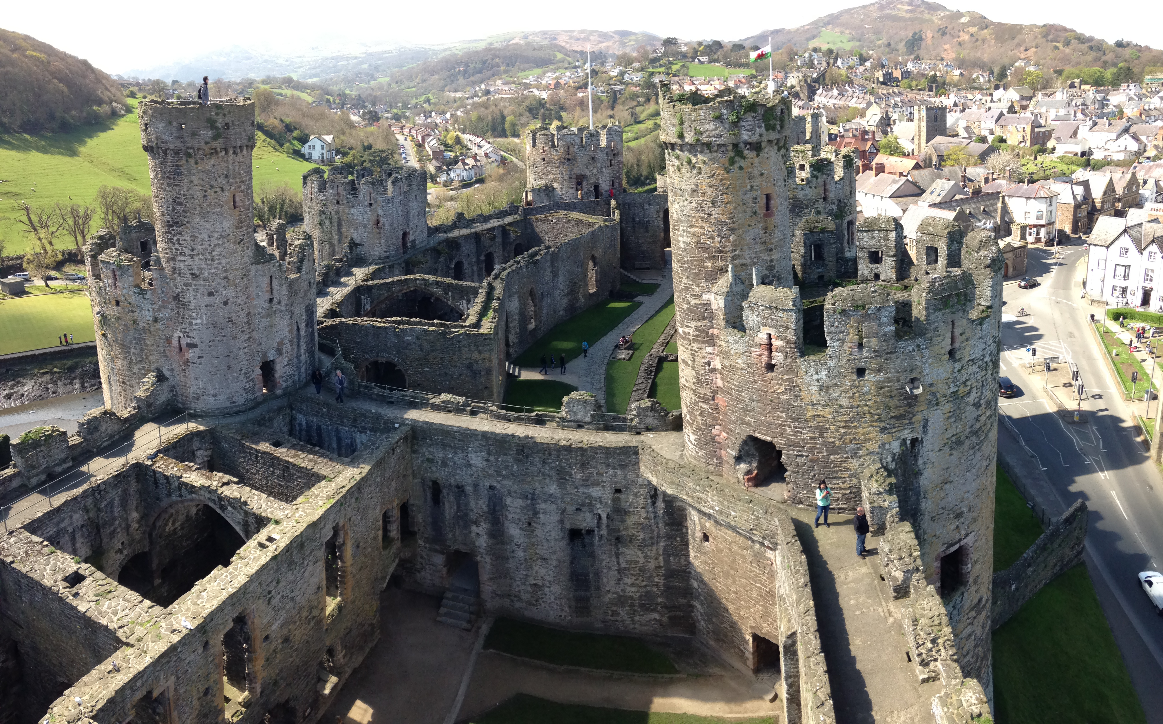 essays on medieval castles The secrets of medieval castles medieval castles were more than just large fortresses with massive stone walls they were ingeniously designed fortifications that used many brilliant and creative ways to protect their inhabitants from attacking enemies.