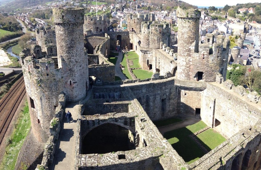 the castle essay introduction Introduction to medieval castles from wwwmedieval-castlecom.